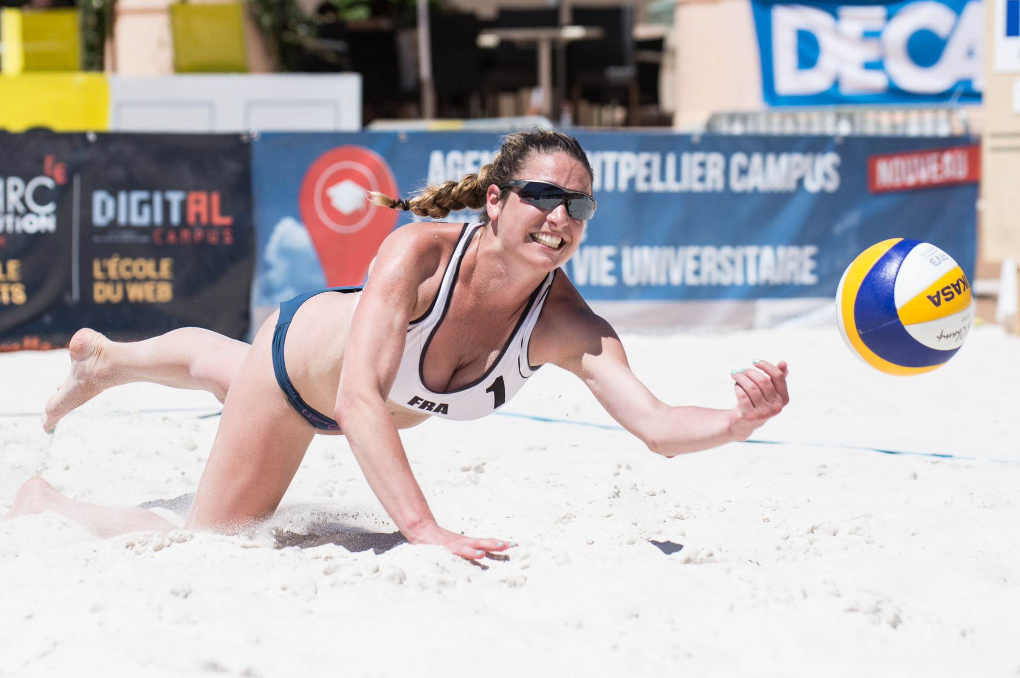 how to say beach volleyball in french